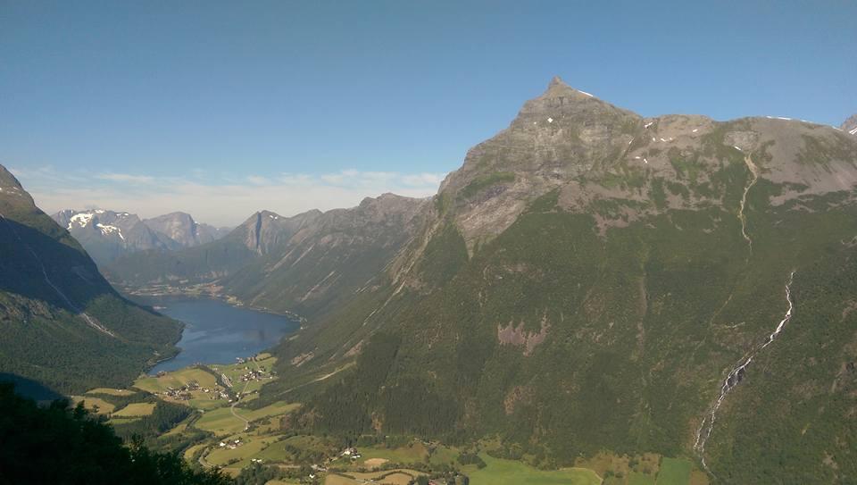 Utsikt fra Keipen utover mot Urke. Slogen til Høgre.